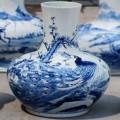 孔雀开屏天球龙花瓶定做 手绘青花釉下彩仿古青花瓶定制